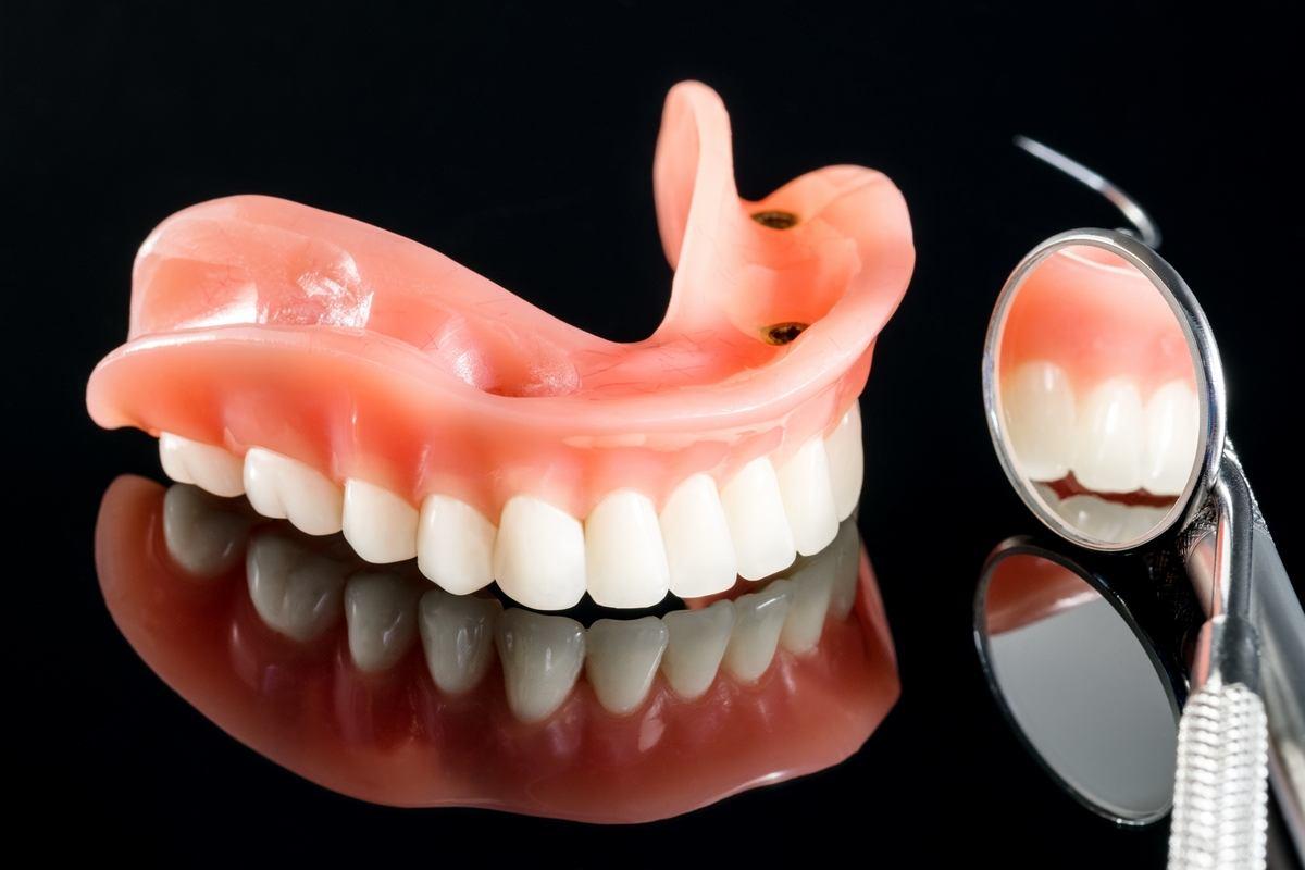 zobne-proteze_proteza-na-implantatih_drcuratis