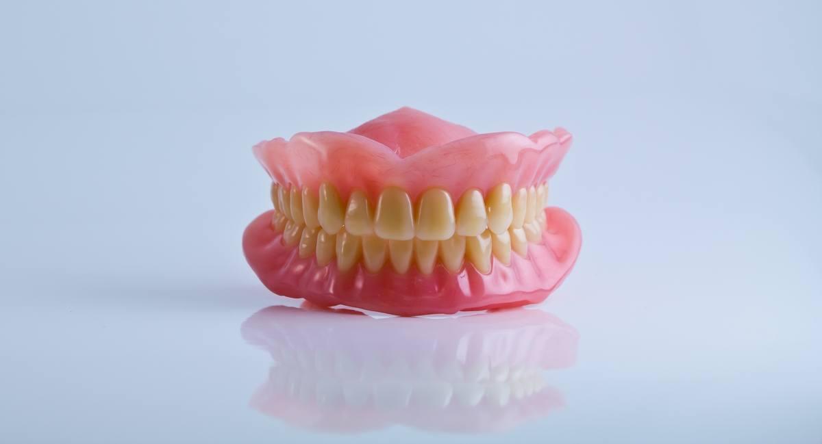 zobne-proteze_totalna-zobna-proteza_drcuratis